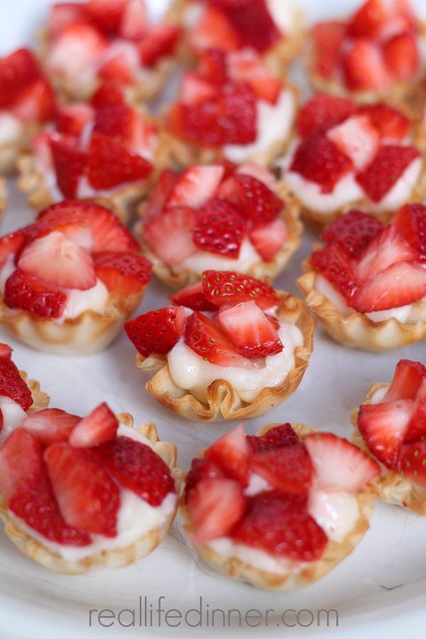 Amazing Strawberry Cheesecake Pastry Bites. Only four ingredients and Soooo Delicious!