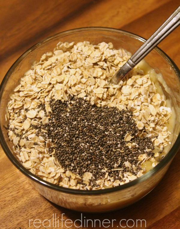 Overnight-oatmeal-with-banana-and-chia-seeds-reallifedinner.com