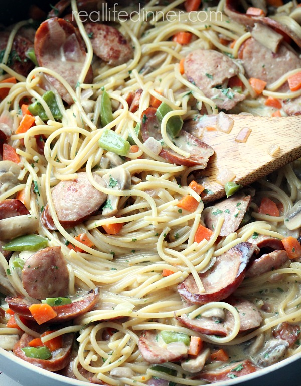 Creamy-Cajun-Kielbasa-skillet-Pasta-Recipe-Veggies