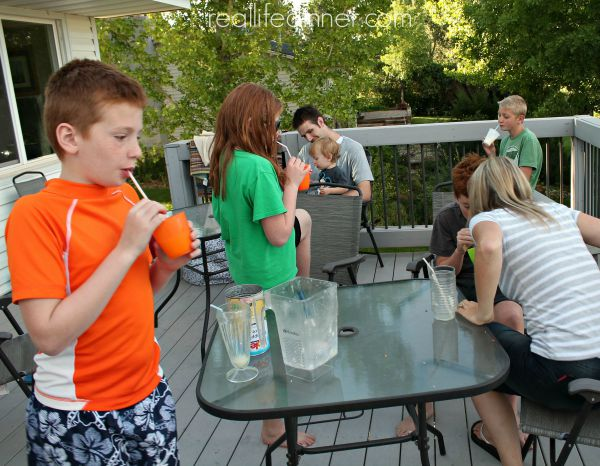 kid-friendly-pina-coladas-so-delicious-everyone-begs-for-seconds