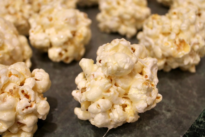 Caramel-Marshmallow-Popcorn-ball-recipe