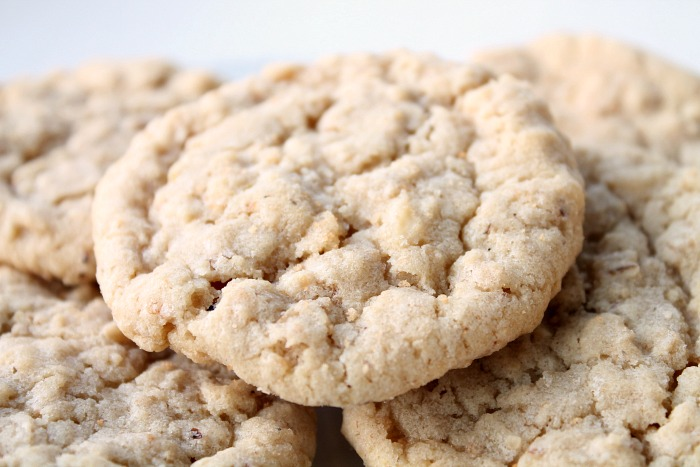 Out-of-this-World-Chewy-Oatmeal-Cookies