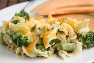 Broccoli-Chicken-Casserole-With-Egg-Noodles