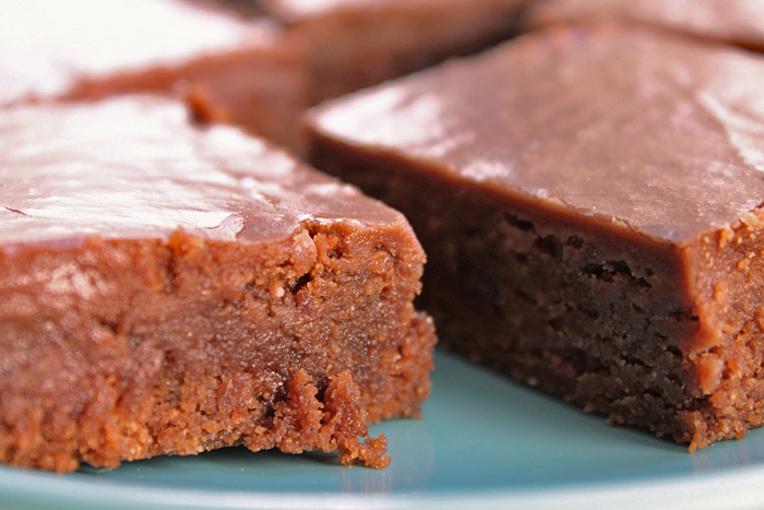 whole-wheat-brownies-fudge-frosting-4