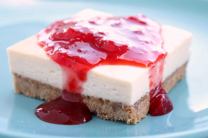 Easy-Cheesecake-Squares-with-berry-Sauce-1