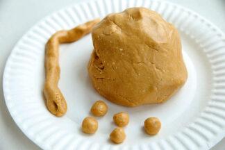 Peanut-Butter-Playdough