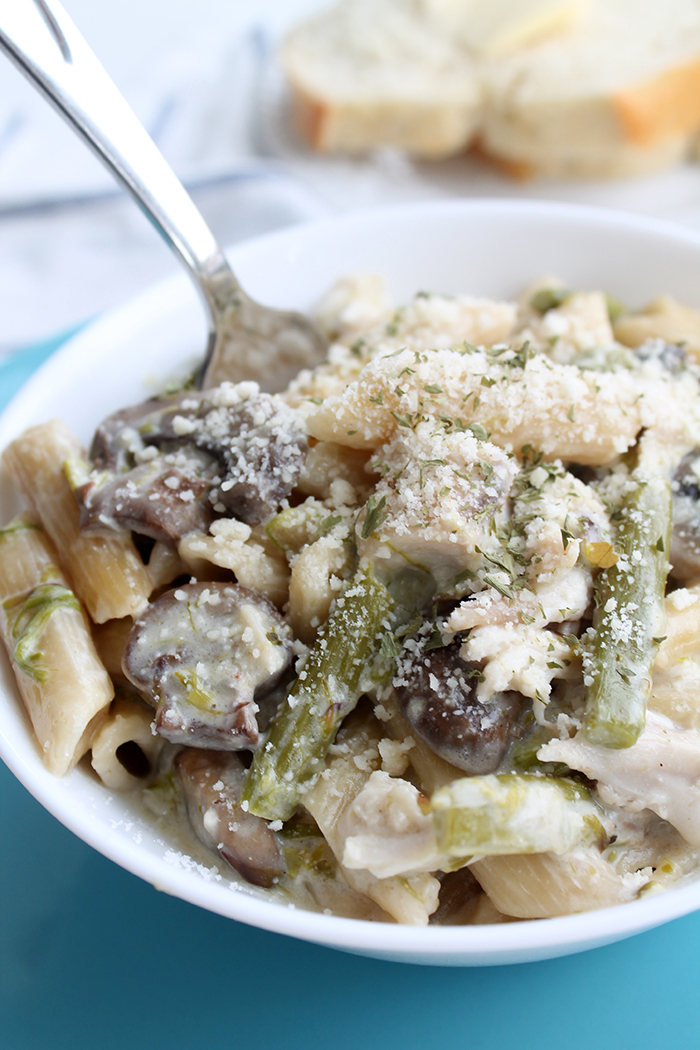 Instant-Pot-Creamy-Chicken-Pasta-with-Asparagus-and-Mushrooms