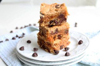 Caramel_Stuffed_Peanut_Buttter_Chocolate_Chip_Bars