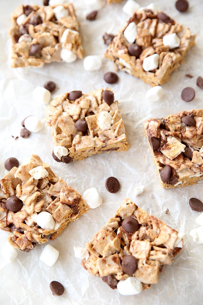 Squares of No Bake Smore Krispie Treats